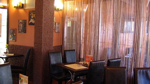 Restaurantul Amarillo de la intrarea Parcului Drumul Taberei